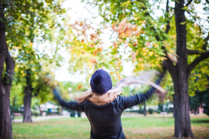 girl-throwing-autumn-leaves-in-the-air-picjumbo-com